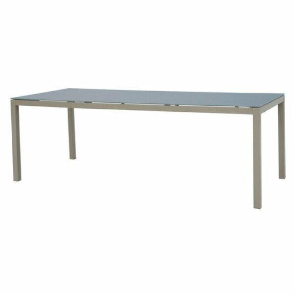 Tisch Valeria